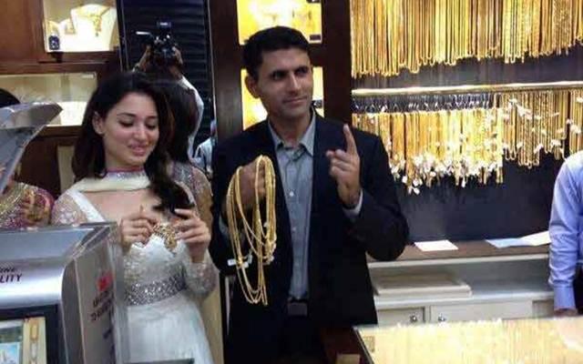 Pakistani cricketer Abdul Razzaq to marry actress TamannaahBhatia?