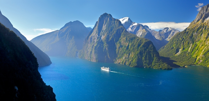 Milford Sound, New Zealand.jpg