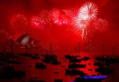 fireworks-harbour-sydney-celebrations-sydney-harbour-bridge_c8b6eafe-ee32-11e7-ad70-11504944e689